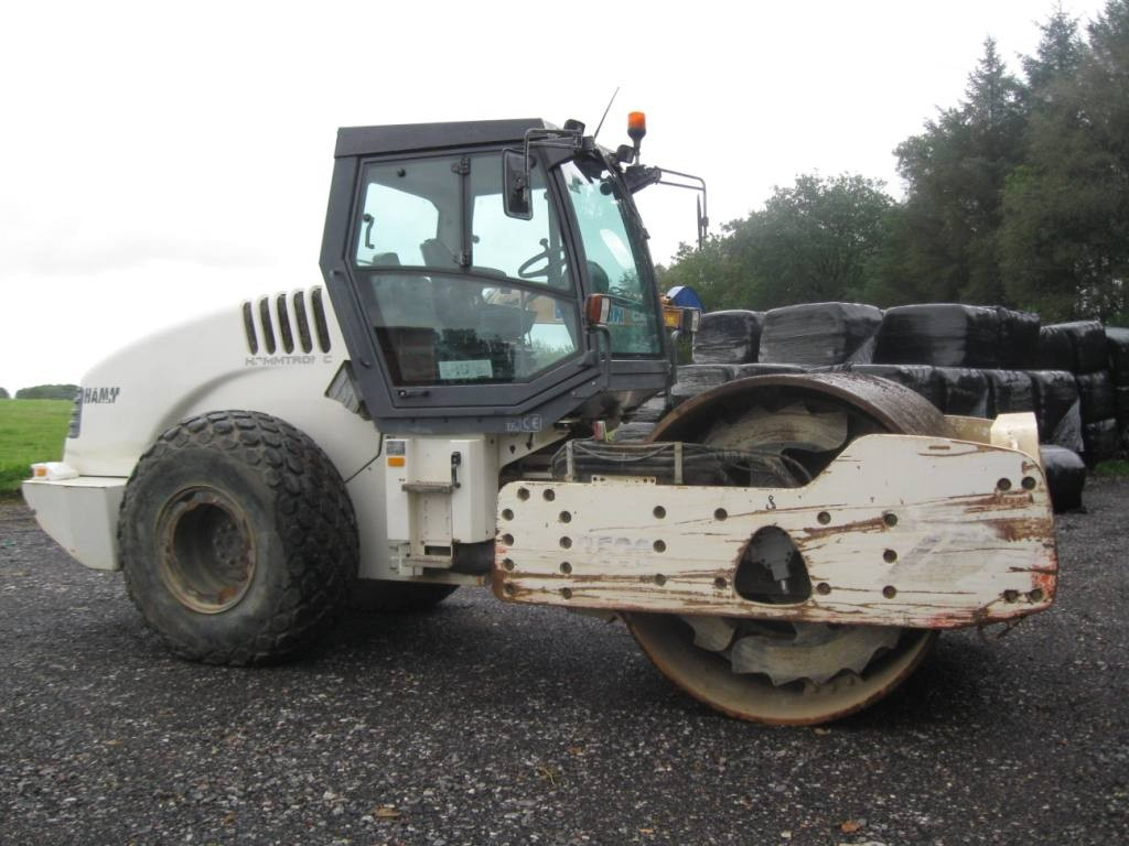 Self propelled heavy vibratory smooth roller (equipped with mountable sheep foot jackets)